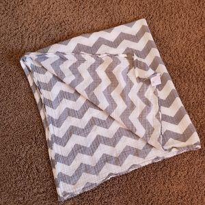 Cuddles Muslin OrganicSwaddle Blanket Gray Chevron